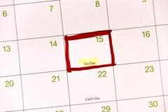 Kalender mit einem roten Kasten gegen 15. April Stockfoto