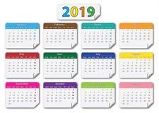 Kalender 2019 mit farbigen Aufklebern der Monate stock abbildung