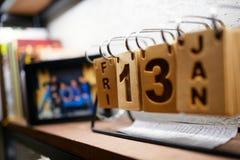 Kalender mit Freitag, den 13. im Innenraum Lizenzfreies Stockbild