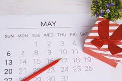 Kalender mit Geschenkbox Lizenzfreies Stockbild