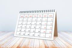 Kalender på träyttersida Royaltyfri Fotografi
