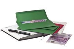 Kalender, pen en gekleurde enveloppen met Euro Stock Foto's