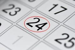 Kalender, tekendag van de week, datum in de rode cirkel, nota, planner, memorandum, sparen datum, 24 stock foto