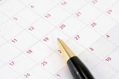 Kalender und Feder Lizenzfreie Stockbilder