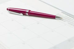Kalender und Feder Stockbilder