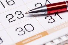 Kalender und Feder Stockfoto