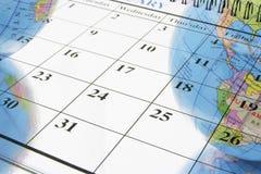 Kalender und Kugeln Stockbild