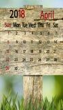 Kalender voor 2018 april op houten raadsachtergrond Stock Afbeelding