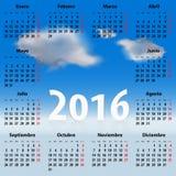 Kalender voor het jaar van 2016 in het Spaans met wolken Royalty-vrije Stock Foto