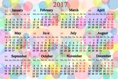 Kalender voor het jaar van 2017 op de multicolored achtergrond Stock Foto