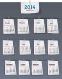 Kalender voor het jaar van 2014 op kleverige nota's in bijlage aan linnenbac Royalty-vrije Stock Afbeelding