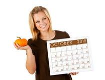 2015 Kalender: Vrouw Klaar voor het Seizoen van Dalingsoktober Stock Foto