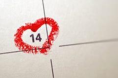 Kalenderanteckningsboksida med för hjärtaviktig för röd hand en skriftlig nolla Royaltyfri Fotografi