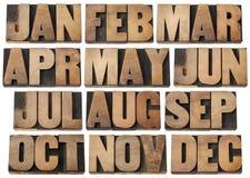 Kalendermaanden in houten type Stock Fotografie