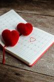 Kalendermemorandum, notitieboekje met het rode Harthoofdkussen Royalty-vrije Stock Foto