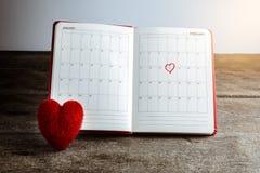 Kalendermemorandum, notitieboekje met het rode Harthoofdkussen Stock Afbeelding