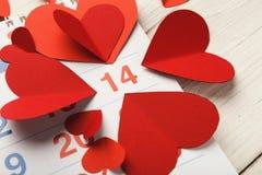 Kalenderseite mit den roten Herzen am 14 Lizenzfreies Stockfoto