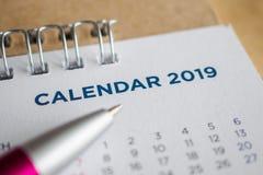 Kalendersida 2019 för nytt år arkivfoton