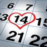 Kalendersida med en hjärta på Sanktt valentindag Arkivfoton