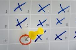 Kalendersida med några markerade dagar Arkivfoto