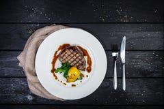 Kalfsvleeslapje vlees met geroosterde groenten Stock Afbeelding