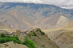 Kali Gandaki dal ovanför Jomson: Jharkot by fotografering för bildbyråer