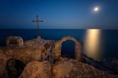 在海角Kaliakra,黑海,保加利亚的月出 免版税库存图片