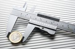 kalibrerande euro arkivfoton