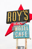 Kalifornien, das Roy-` s Motelzeichen stockfotografie