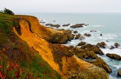 Kalifornien-Küste am Sonnenuntergang Stockbild