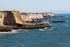 Kalifornien klippor Arkivfoto