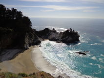 Kalifornien kustMcWay nedgångar Arkivbild