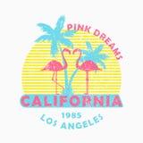 Kalifornien, Los Angeles - Schmutztypographie für Designkleidung, T-Shirt mit Flamingo und Palmen Slogan: Rosa Träume Vektor Lizenzfreies Stockfoto