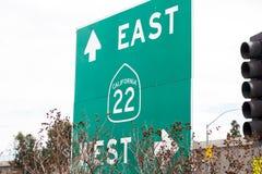 Kalifornien 22 motorvägtecken arkivfoto
