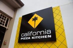 Kalifornien-Pizza-Küchen-Logo der Lebensmitteleinrichtung am Ala M Stockfotografie