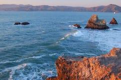 Kalifornien shoreline royaltyfri fotografi