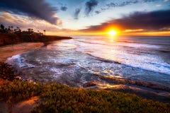 Kalifornien solnedgång på stranden Arkivbilder