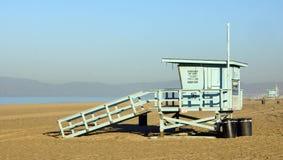 Kalifornien strandlivräddare Stand Royaltyfri Fotografi