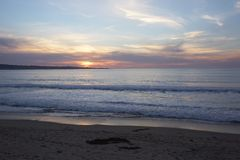 Kalifornien strandsolnedgång Arkivbild
