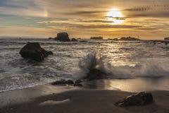 Kalifornien strandsolnedgång Arkivfoto
