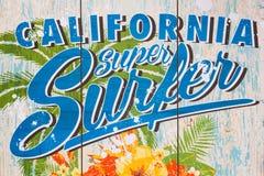 Kalifornien toppet surfaretryck på en vägg Arkivfoto