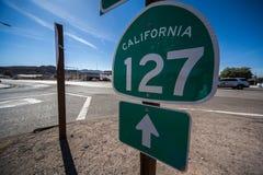 Kalifornien 127 vägmärke royaltyfria bilder