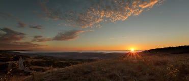 Kalifornien Vista: Skyline-Prachtstraße am Sonnenuntergang Stockfotos
