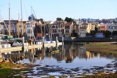 Kalifornien yachthamn med San Francisco Royaltyfri Bild