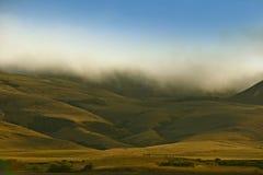 Kaliforniska dimmiga kullar Arkivbild