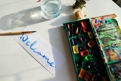 Kaligraficzny teksta powitanie, pisać w kolorach na białym papierze, whi Zdjęcia Royalty Free