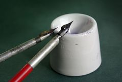 kaligrafii atramentu piór garnka rocznik Zdjęcie Stock