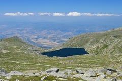Kalin - il lago della diga dell'più alta montagna sui Balcani Immagini Stock
