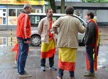Kaliningrad, Ρωσία Ανεμιστήρες της εθνικής ομάδας της στάσης της Ισπανίας στην οδό Το Παγκόσμιο Κύπελλο της FIFA στη Ρωσία Στοκ εικόνες με δικαίωμα ελεύθερης χρήσης