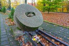 Kaliningrad, Ρωσία Τεμάχιο Millstones σημαδιών memorabe των καταστολών Στοκ Φωτογραφία